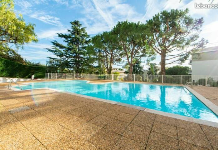Joli studio 3e etage résidence  paisible  piscine