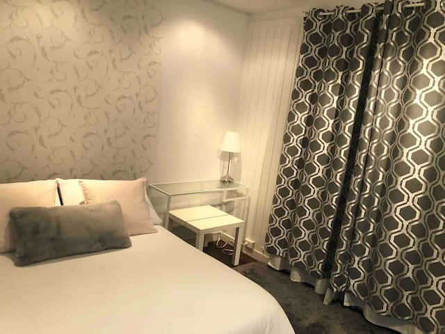 DOWNTOWN Room with Private Entrance