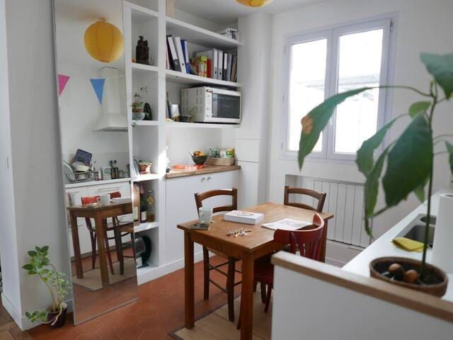 Room in a nice and cosy parisian flat