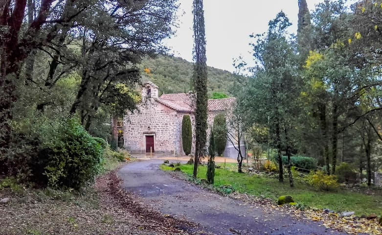 Le Temple de Thoiras (ancienne église romane); au bout de la ruelle à 300m de la maison  Thoiras Chapel  is at the end of the street, 300m from the house.