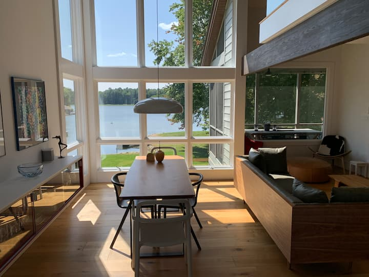 Modern condo on lake - private floor with kitchen