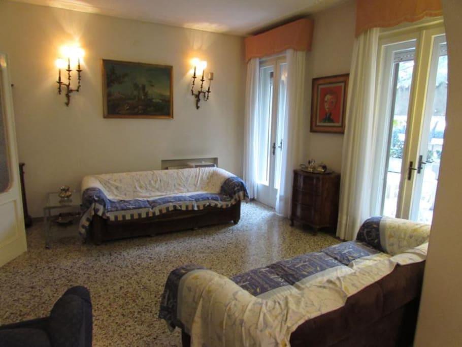 The Living room, Venetian style