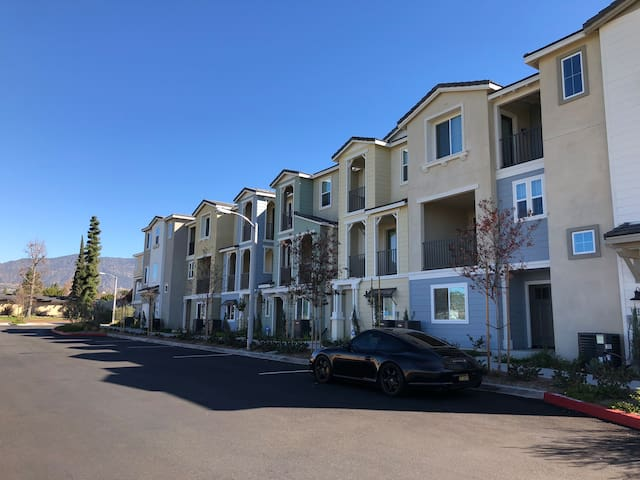 Claremont 2Beds 2Baths Brand New Townhouse