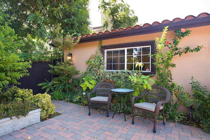 Convenient, Cozy&Modern studio in Sherman Oaks, LA