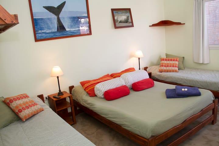 Cuádruple con Baño Privado- La Tosca Hostel