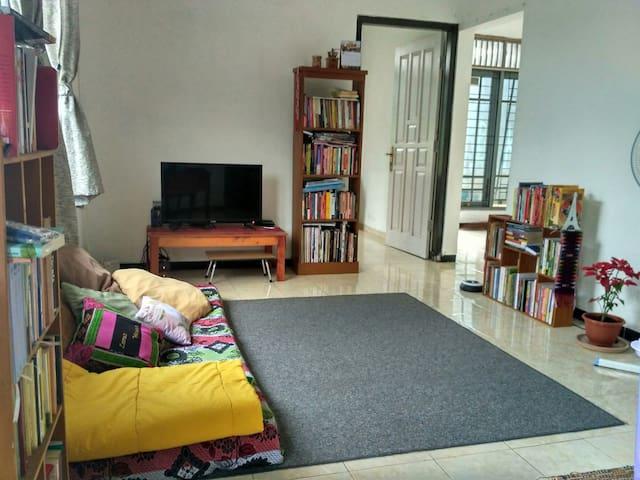 Omah Laras: Room with free internet and breakfast - Mlati - House