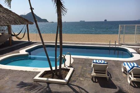 Beachfront 1 bdrm condo with pool - Manzanillo - Appartement