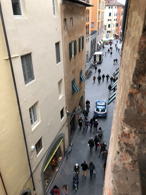 From a window in the living room, a view of Via Beccheria.