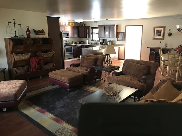 Cozy upscale townhouse in the heart of Spearfish