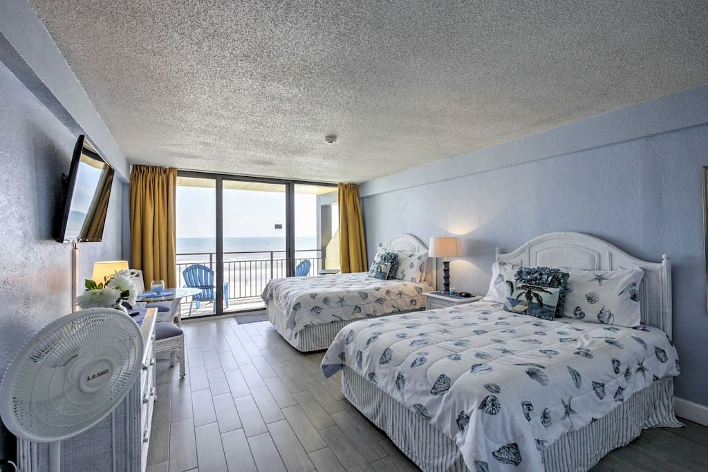 Boasting sleeping space for 5, a community indoor and outdoor pool, and a private furnished patio overlooking the ocean, this Florida unit is nothing short of excellence.