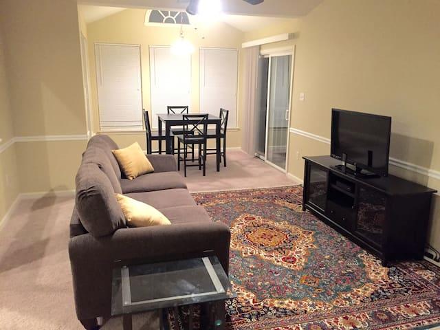 NEW Spacious 2 BD Condo! - Alexandria - Condominium