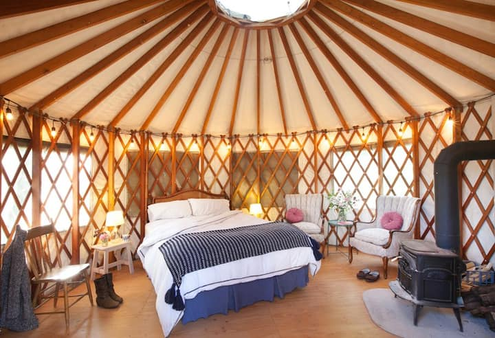 Sweet Little Gem Yurt on Organic Farm w/ Pond View