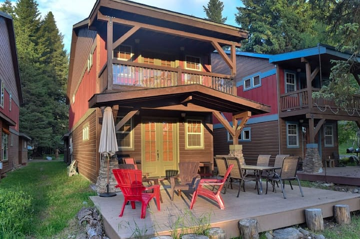 Headquarter House: Walk to Marina and Downtown McCall, Fire Pit