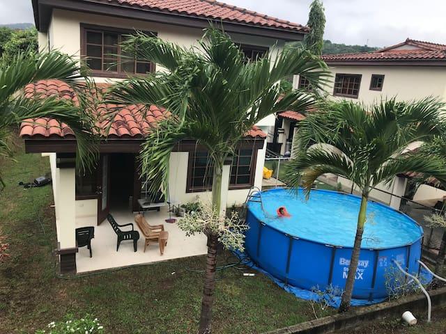 Mirador del lago Casa de 2 piso amueblado, piscina