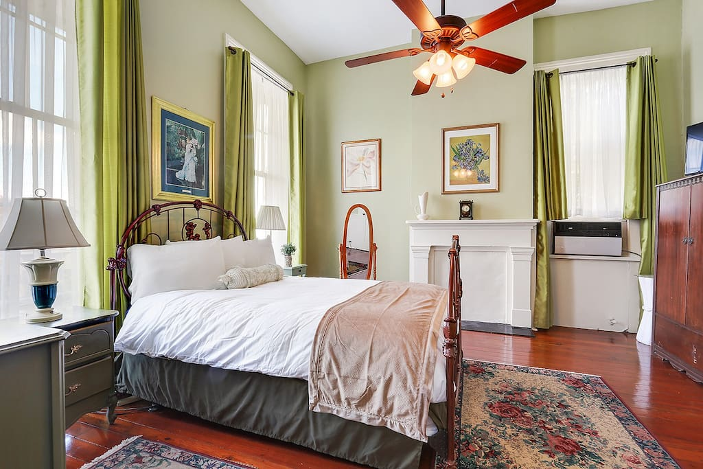 Fanciful classic in quiet marigny w balcony 7 for Chambre hote 95