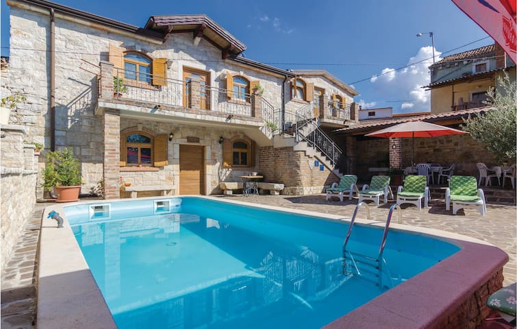 Holiday cottage with 4 bedrooms on 200 m² in Porec