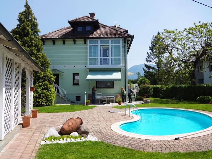 Vila Lesce with private pool