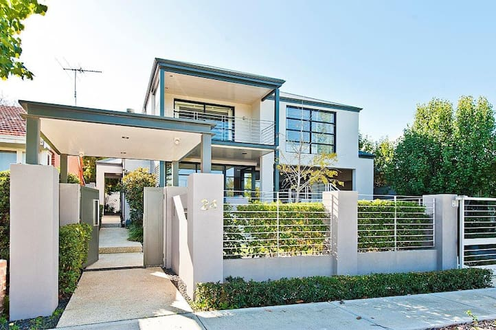 Luxury House: Great for families or big groups - Shenton Park