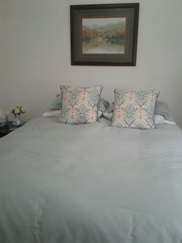 Cozy bedroon near SU with parking - Turlock - Rumah