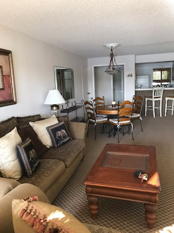 An affordable clasic  2 bedroom 2 bathroom condo