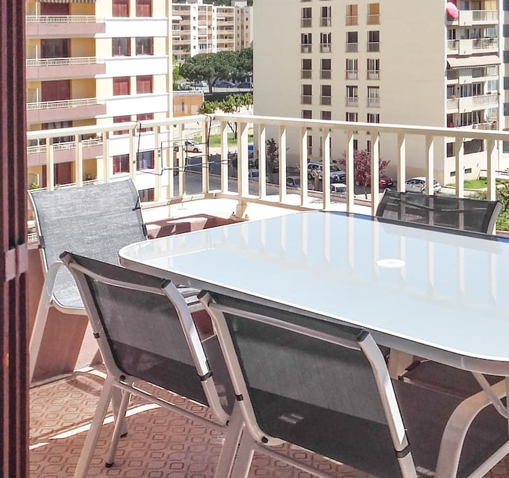 Beautiful apartment w a balcony apartments for rent in for Beautiful apartment balconies