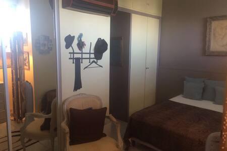 Studio chambre privée à 2 pas de la croisette ! - Cannes - Guesthouse
