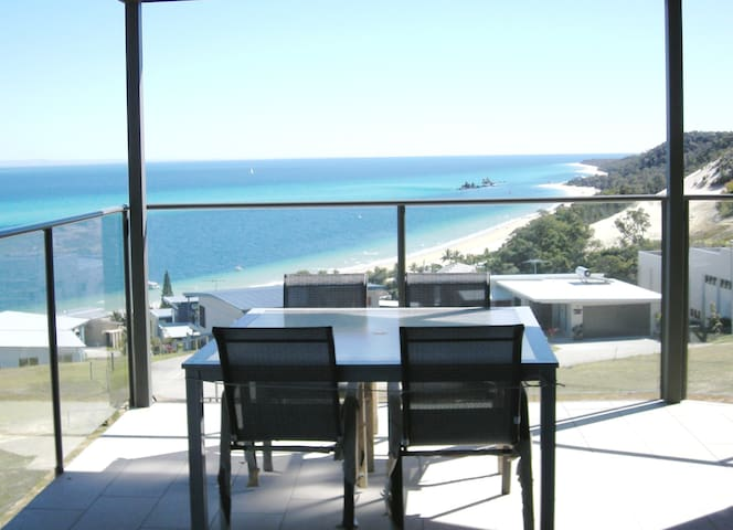 Dolphinview  Apartments sleeps 17 in total comfort - Moreton Island - Huis