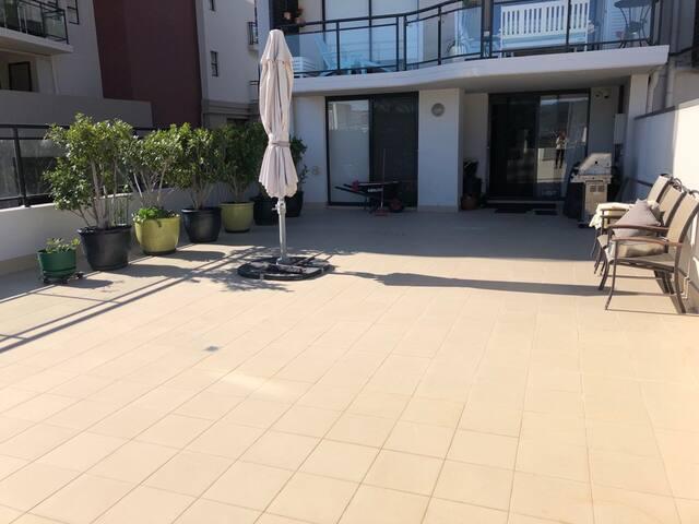 Spacious sunlit apartment close to all amenities!