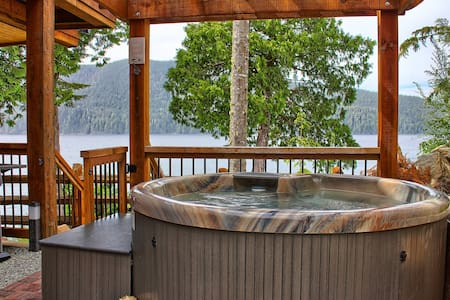 Oceanfront Suite with Hot Tub