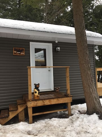 Snow shoe and stay at Kennisis! - Haliburton