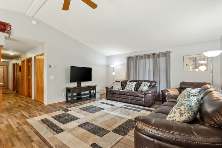 Newly remodeled family home downtown - walk to Sanders Beach!