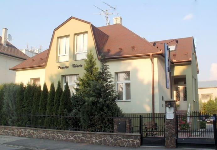 BED AND BREAKFAST BOARDING HOUSE - Trenčín - Aamiaismajoitus