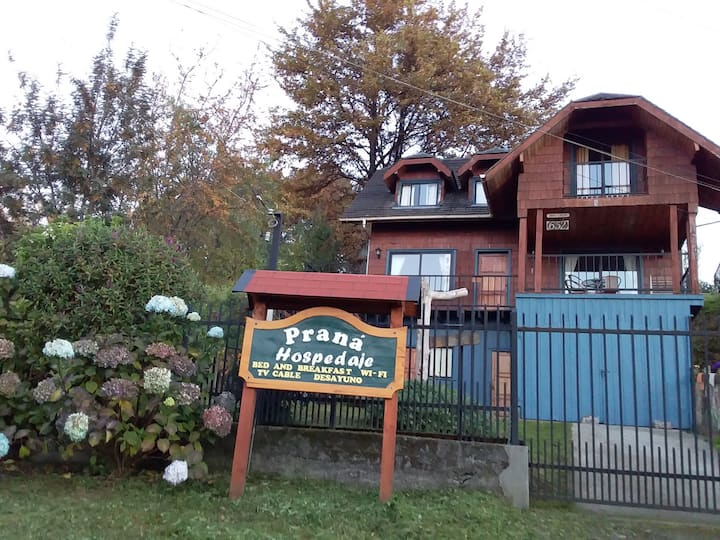 Praná Hospedaje in front of Puyehue Lake