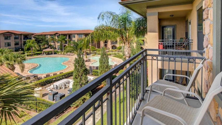 Close Disney! Stunning 3 Bed Condo @ Bella Piazza