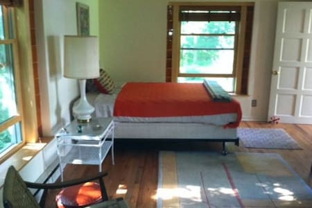 Country Cabin on a Stream Sleeps 2/3 - Saugerties