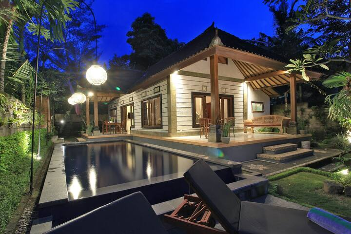 sekarrani villa peaceful tropical jungle view