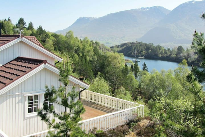 5 person holiday home in GURSKØY
