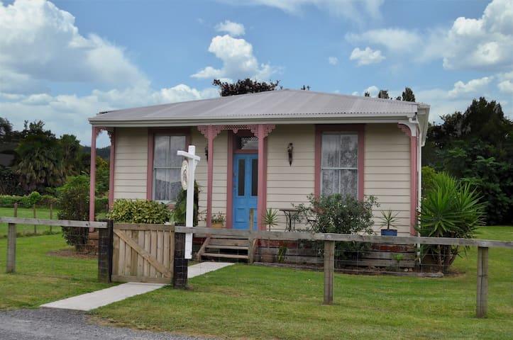 Traxx Shunters Cottage Waihi