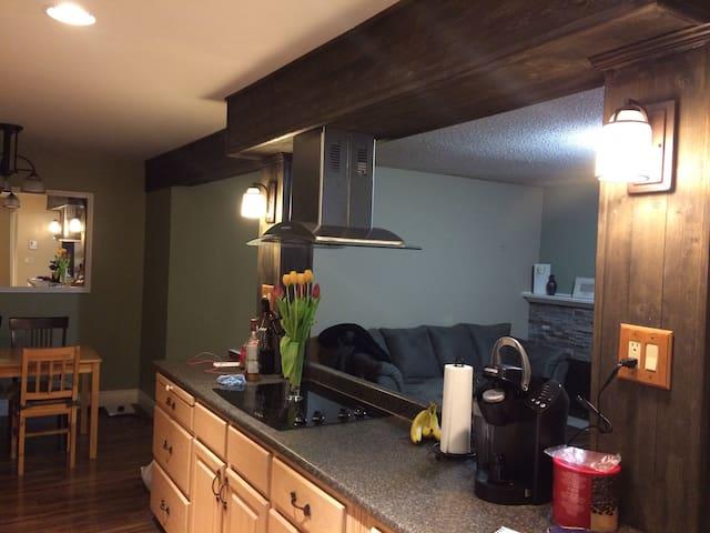 Clean, Cozy, Private suite Sleep 2. - Surrey - Lejlighed