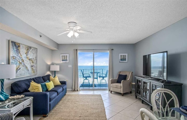 Stylish Beachfront 1bd/1ba with Hall Bunks!