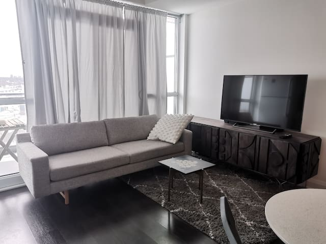 1 Bedroom - Luxury Condo in Mid-Town, Toronto
