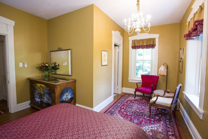 The Chamuel Room at Hollinger House B&B - Lancaster - Bed & Breakfast