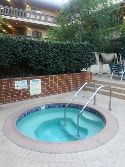 Hot jacuzzi 24/7 really hot makes you enjoy your stay more and relaxes you well