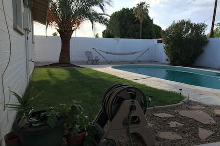Mill Ave! Backyard and Pool! - Tempe