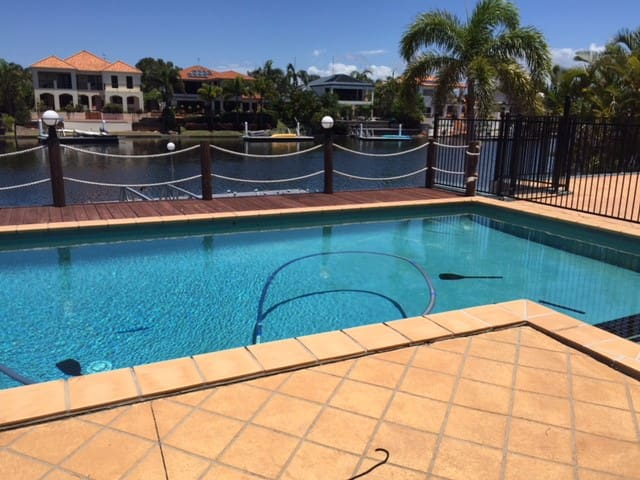 WATERFRONT EASTER on the Sunshine Coast - Parrearra - Dom