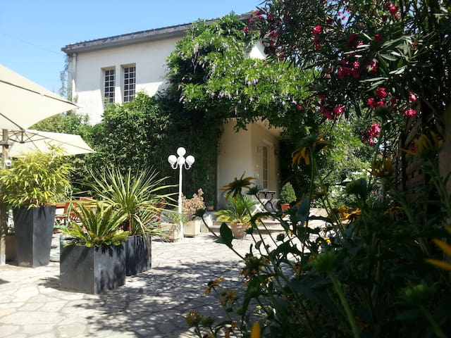 HÔTEL-Airbnb- LA RESIDENCE-Quiet and comfort place - Villeneuve-sur-Lot - Bed & Breakfast