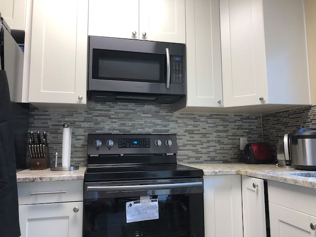 Newly remodeled quiet quality home! (room #2)