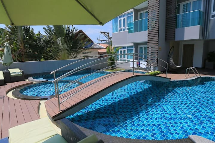 Modern condo walking distance to Nai Harn Beach