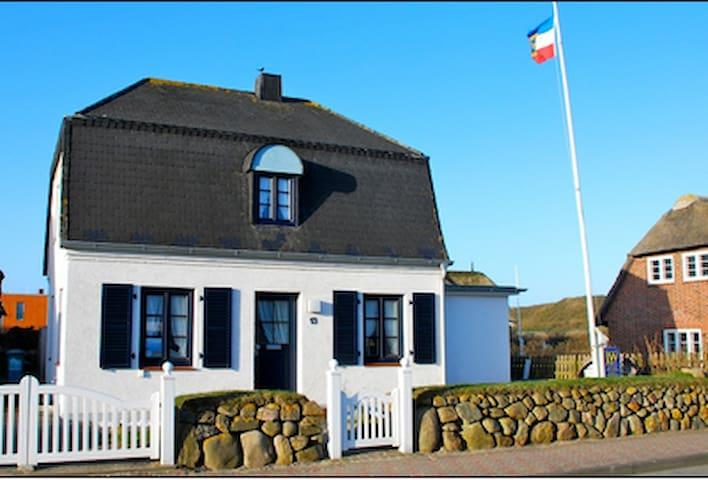 Ferienhaus ca. 130m  z. Strand, zentral aber ruhig - Sylt - Haus