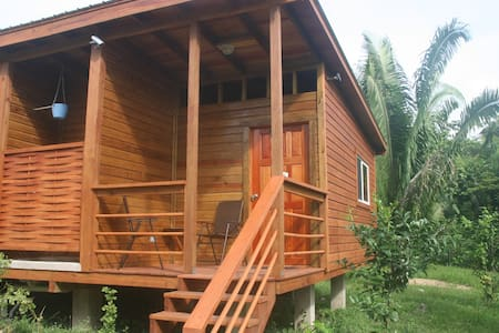 B&B Green Valley Inn Cozy rustic room with AC